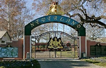 neverland-gate1.jpg