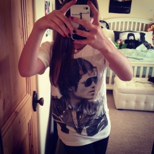 paris-has-a-t-shirt-with-her-daddy-s-face-on-it-paris-jackson-31252071-612-612.jpg