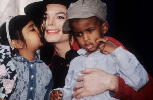 mj-and-kids-michael-jackson-14942018-932-613.jpg